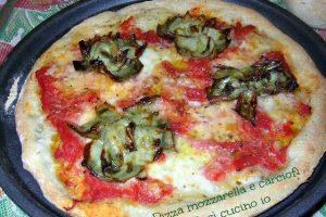 Pizza mozzarella e carciofi