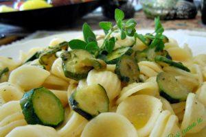 Orecchiette zucchine e origano fresco