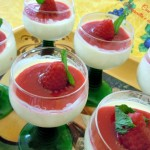 Panna cotta e coulis di lamponi in coppa