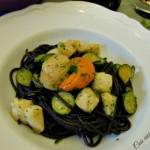 Spaghetti neri zucchine e capesante