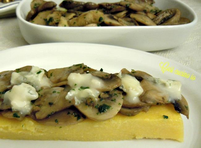 Crostino di polenta funghi e gorgonzola-Così cucino io