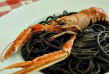 Spaghetti neri al sugo di scampi alla busara