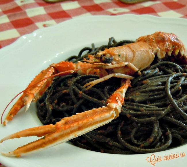 Spaghetti neri al sugo di scampi alla busara-Così cucino io