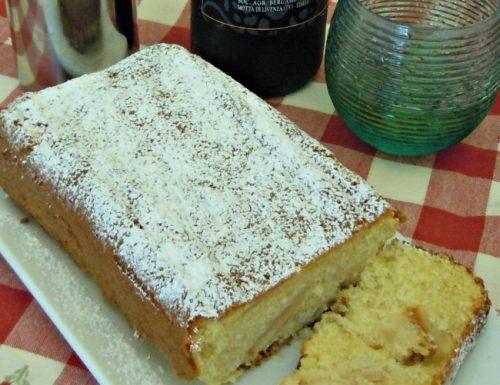Plumcake alla panna montata con mele