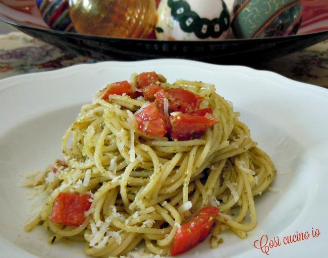 Spaghetti al pesto e pomodoro a crudo-Così cucino io