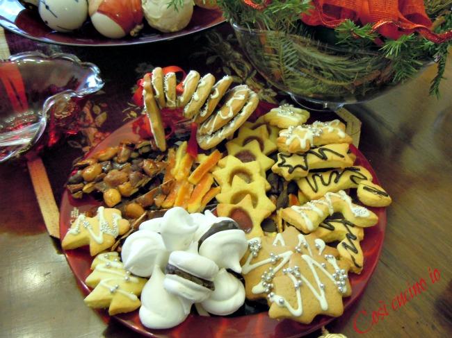Vassoio natalizio, piccola pasticceria per le feste