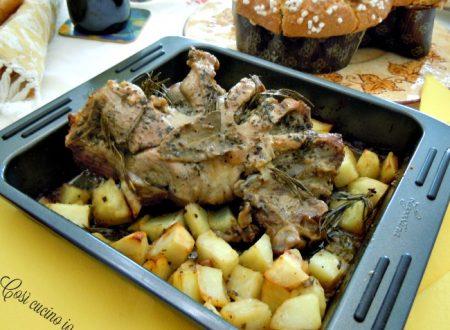 Cosciotto di agnello al forno con patate, ricetta di Pasqua