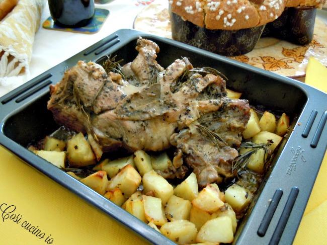Cosciotto di agnello al forno con patate - Così cucino io
