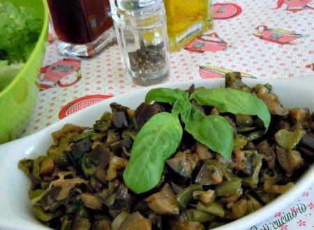Peperoni verdi e melanzane in tegame