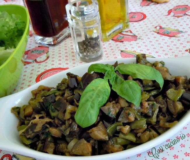 Peperoni verdi e melanzane in tegame - Così cucino io