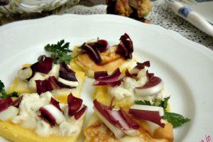 Crostini di polenta ai formaggi e radicchio tardivo