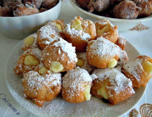 Frittelle di carnevale con crema pasticcera