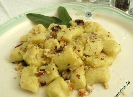 Gnocchi di patate burro salvia e granella di nocciole
