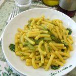 Sedanini gialli agli asparagi verdi