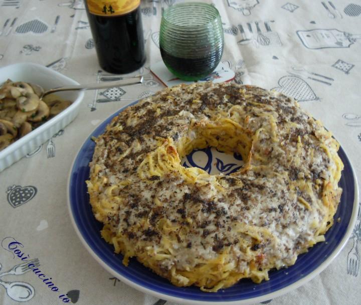 Timballo di tagliolini pastin (o salsiccia) e salsa tartufata - Così cucino io