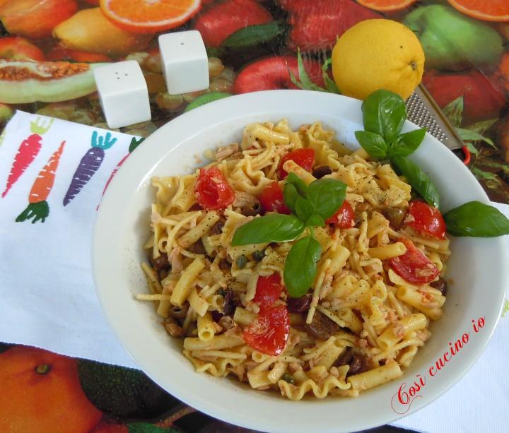 Insalata di pasta mista allo zafferano tonno olive taggiasche e ciliegini - Così cucino io