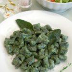 Gnocchetti verdi burro salvia e semi di papavero