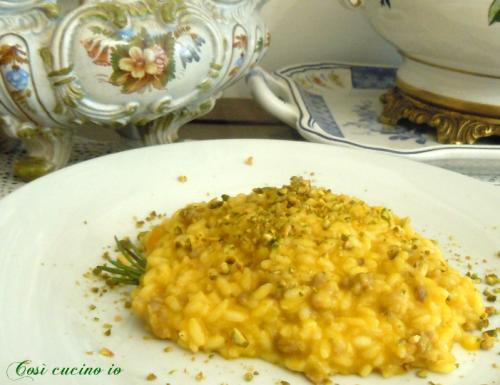 Risotto zucca salamella e granella di pistacchio