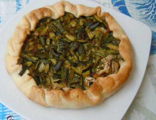 Torta salata di zucchine con il fiore