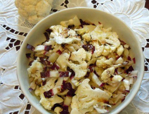 Cavolfiore crudo e rosa di chioggia in insalata