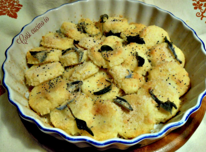Gnocchi di semolino al burro salvia esemi di papavero - Così cucino io