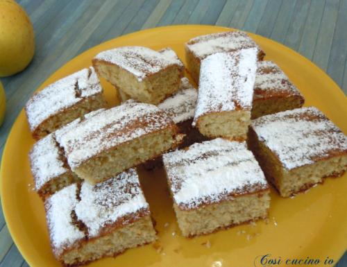 Quadrotti di torta di mele frullate