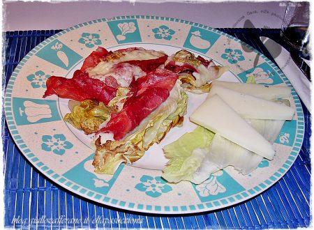 Barchette di pan di zucchero con bresaola e caprino semistagionato