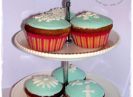 Cupcakes all'arancia decorati con pasta di zucchero