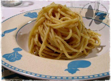 Spaghetti acciughe e pangrattato, ricetta veloce