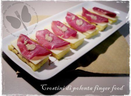 Crostini di polenta con bresaola, ricetta finger food