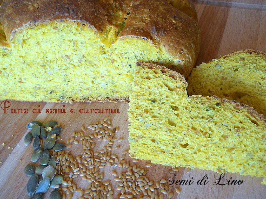 Pane alla curcuma e semi, speziato e colorato | Semi di lino
