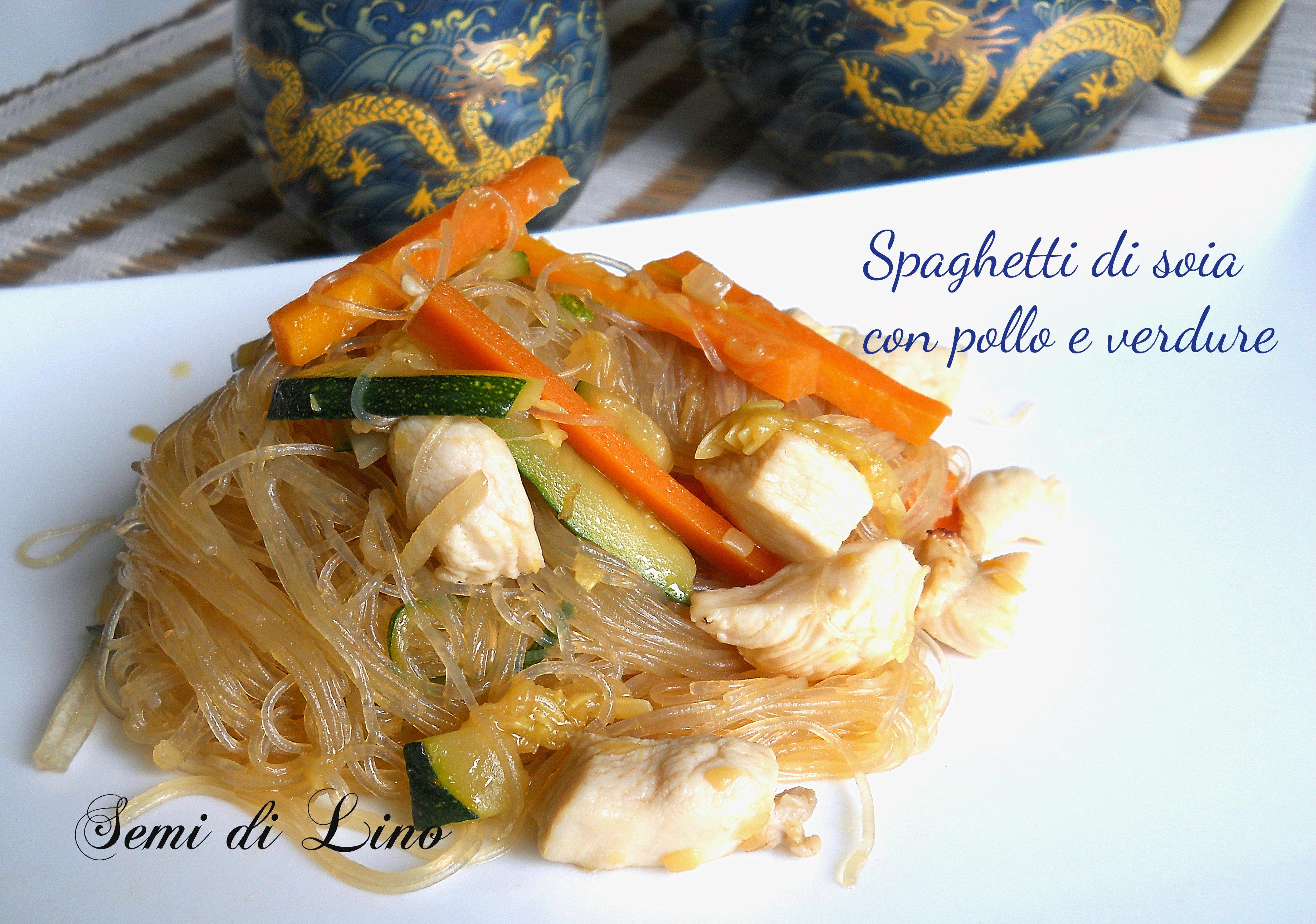 Spaghetti di soia con pollo e verdure, una ricetta orientale