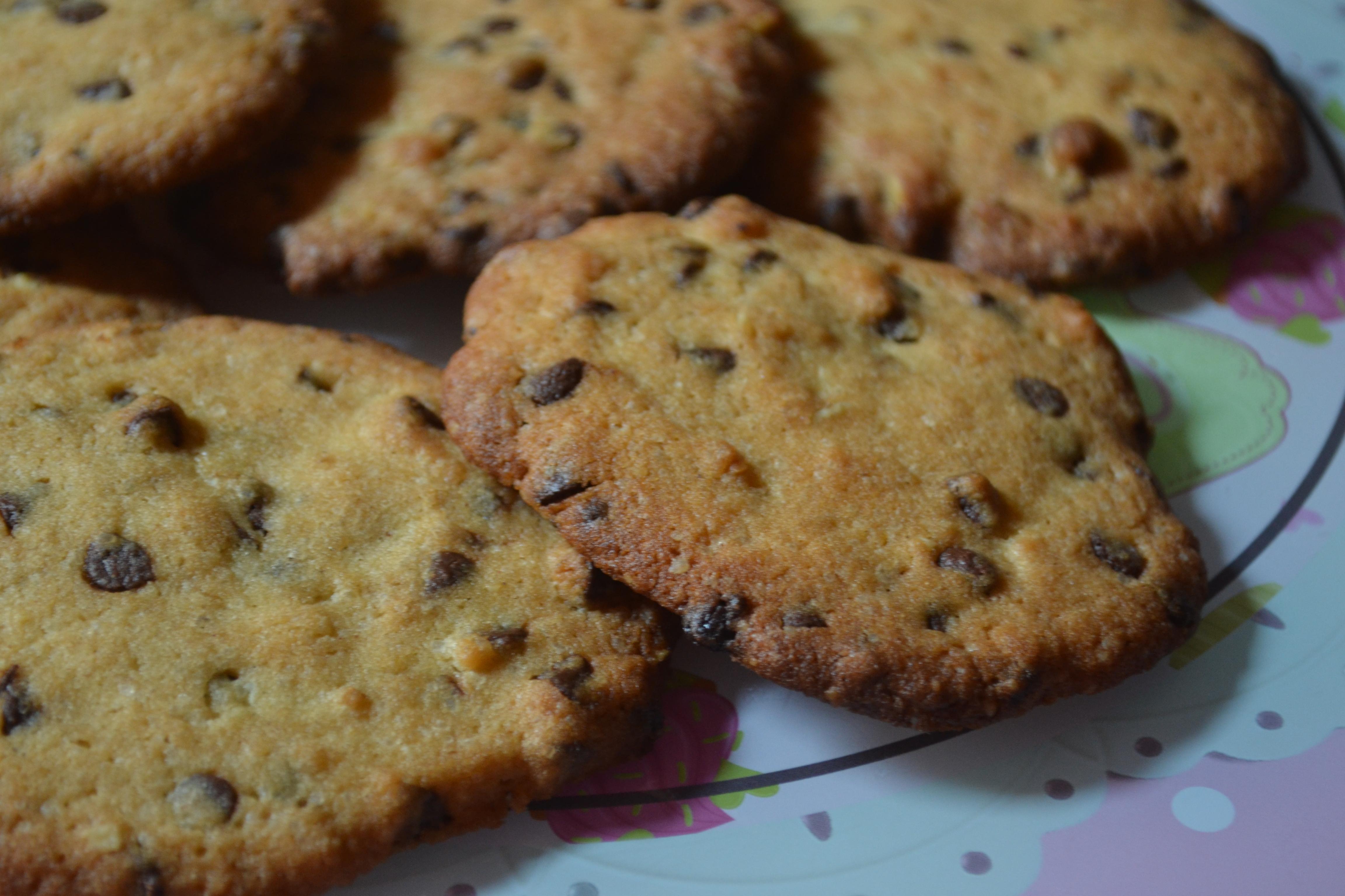Cookies americani alla cannella, noci e cioccolato