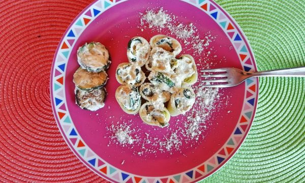 Mezzi paccheri rigati crema di ricotta e zucchine