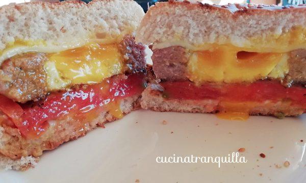 hamburger con l'uovo