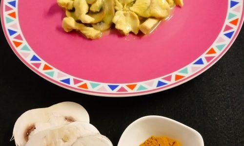 Straccetti di pollo al curry con funghi