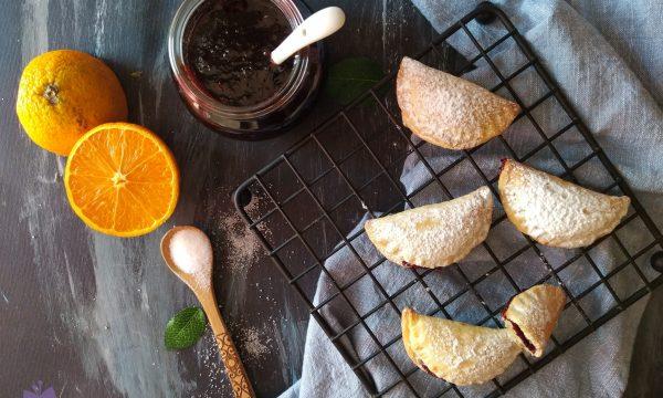 Ravioli dolci con confettura di amarene
