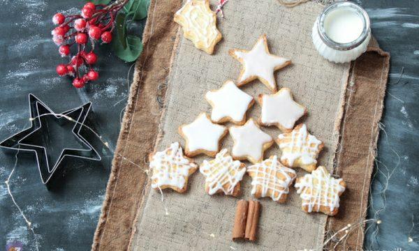 Biscotti di Natale con glassa bianca