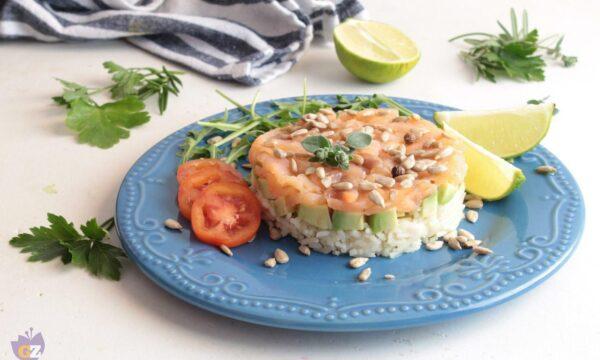 Tortino di riso basmati con salmone e avocado