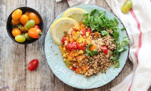 Insalata di quinoa e bulgur con dadolata di pomodorini