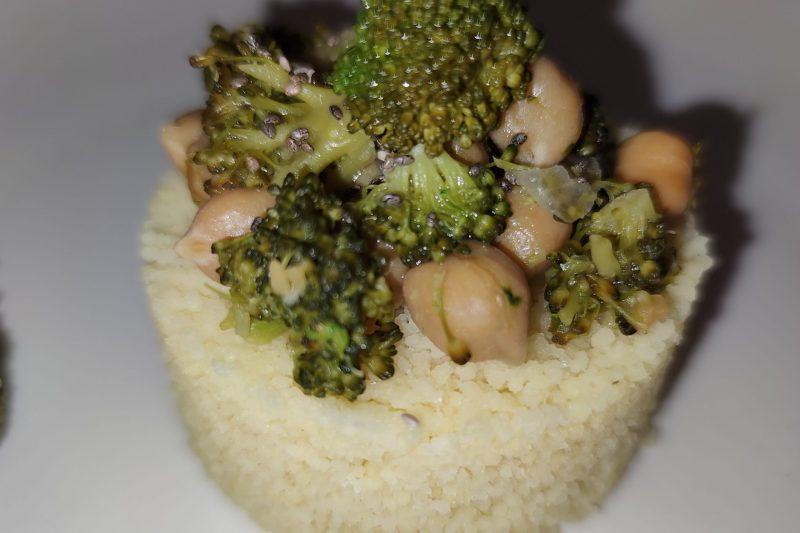 Tortino di couscous con broccoli e ceci