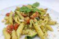 Pasta fredda zucchine, pesto e pomodorini