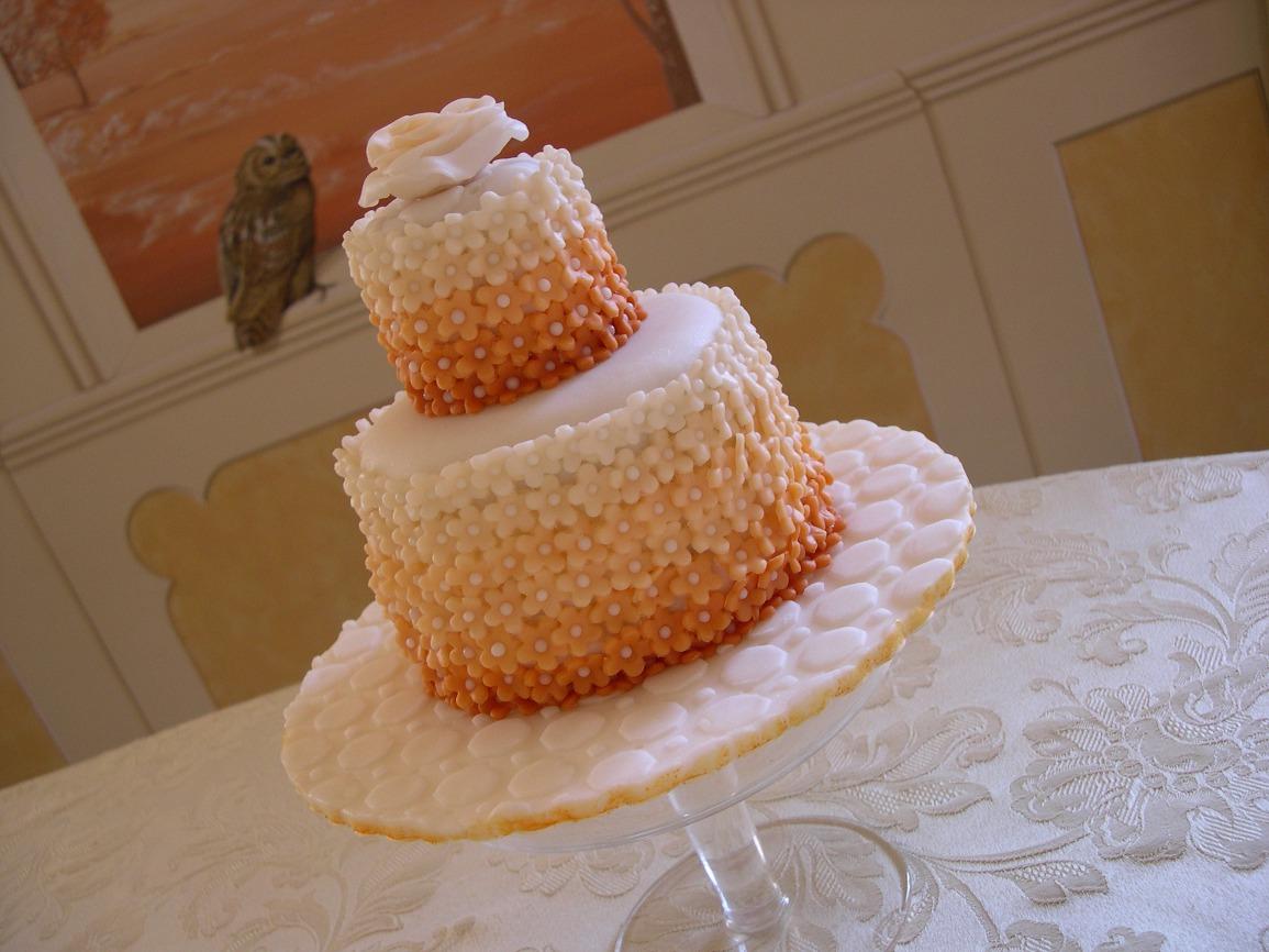 Torta decorata in pasta di zucchero per anniversario di for Decorazioni torte per 60 anni di matrimonio