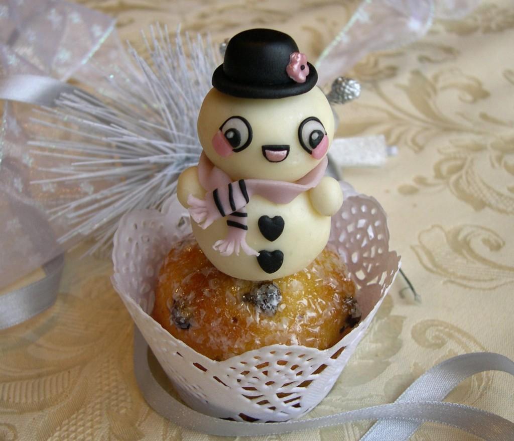 cupcakes decorati con pupazzo di neve in cioccolato plastico