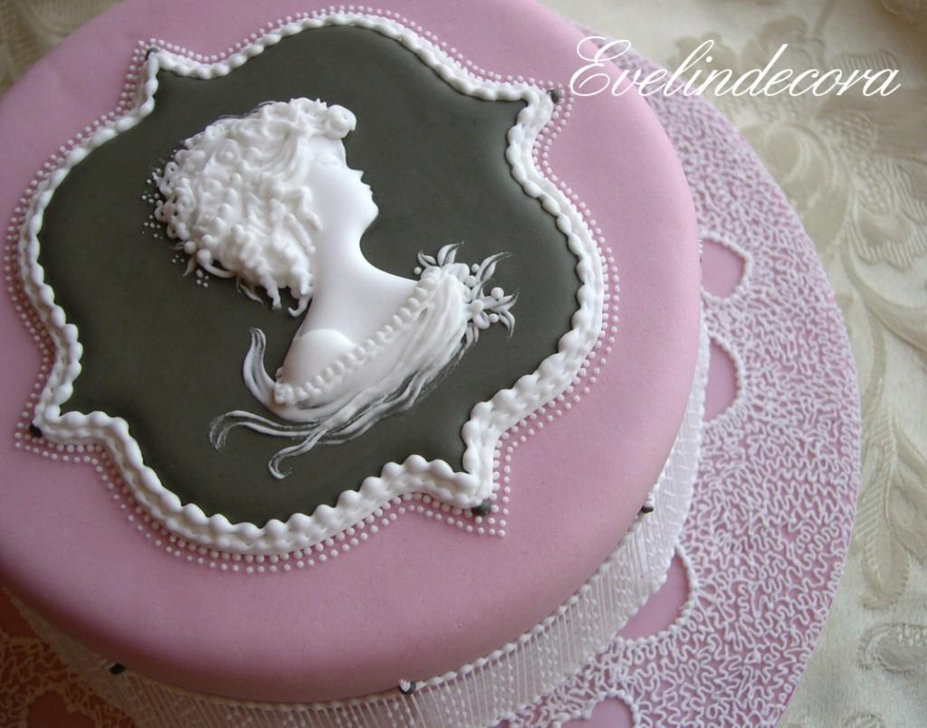 Torta anniversario decorata con ghiaccia reale Evelindecora