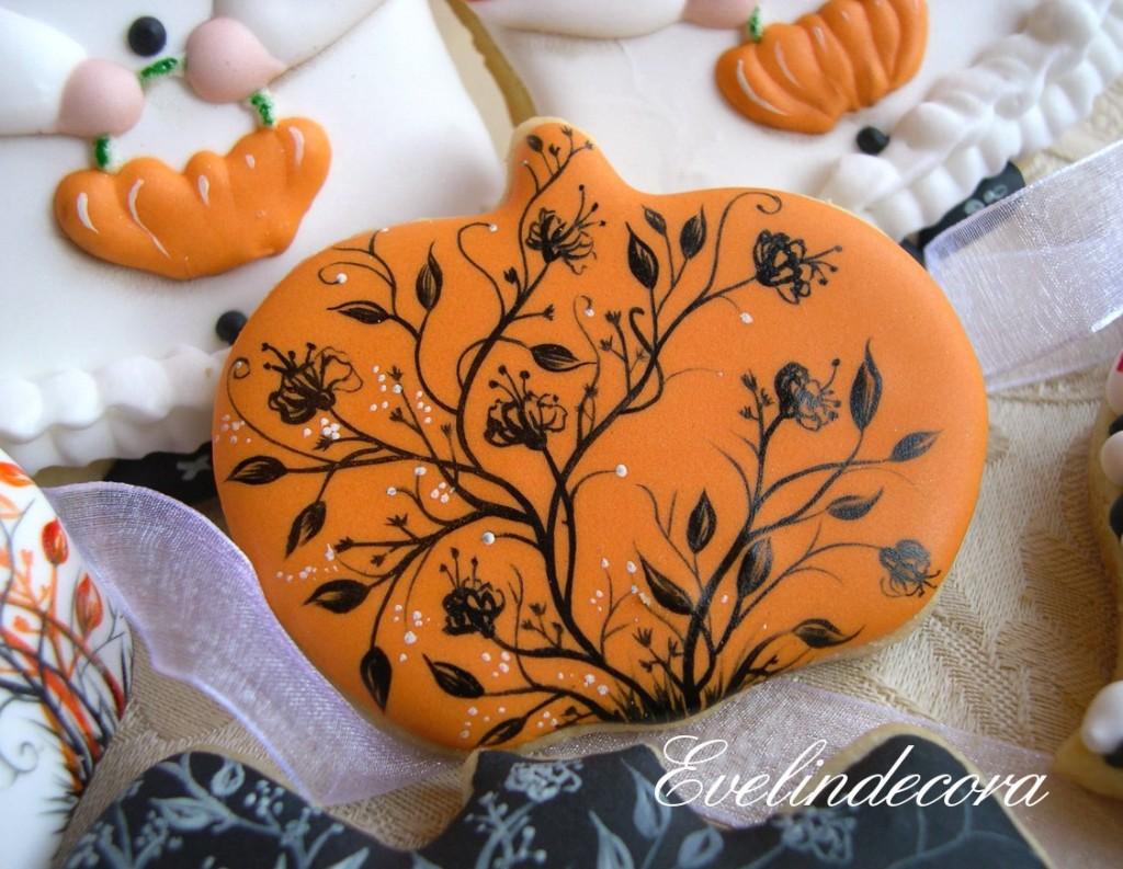 biscotti di halloween Evelindecora biscotti in pasta sucrè alla vaniglia decorati con ghiaccia reale e dipinti a mano libera con coloranti alimentari in gel Squires Kitchen