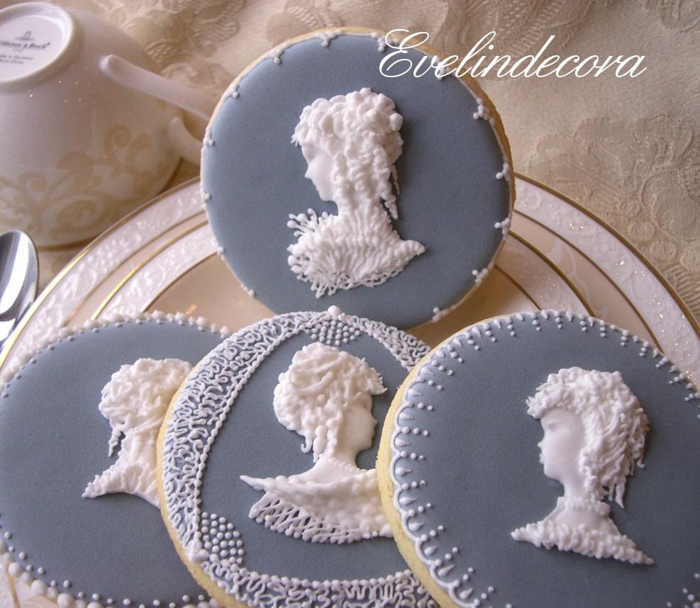 ghiaccia reale cammei - biscotti all'anice decorati con cammei in ghiaccia reale - Evelindecora