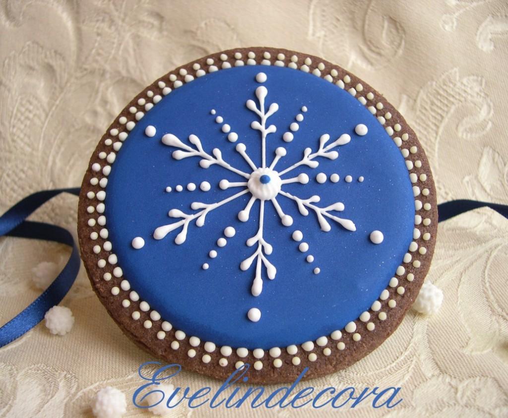 biscotti natalizi al cacao decorati con ghiaccia reale Evelindecora