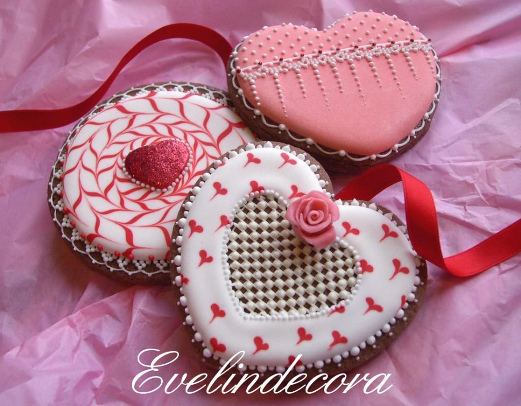 biscotti san valentino decorati con ghiaccia reale e glitter Evelindecora
