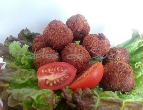 Polpette di carne e insalata